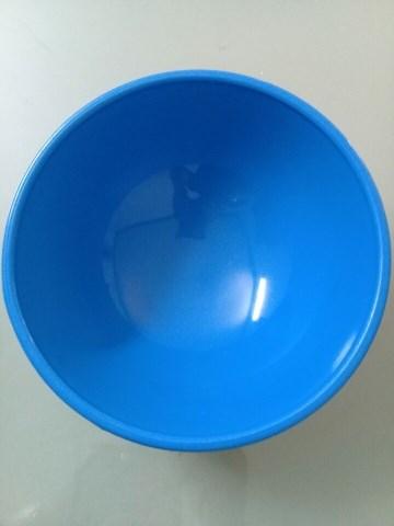 Chén hứng mủ cao su bằng nhựa